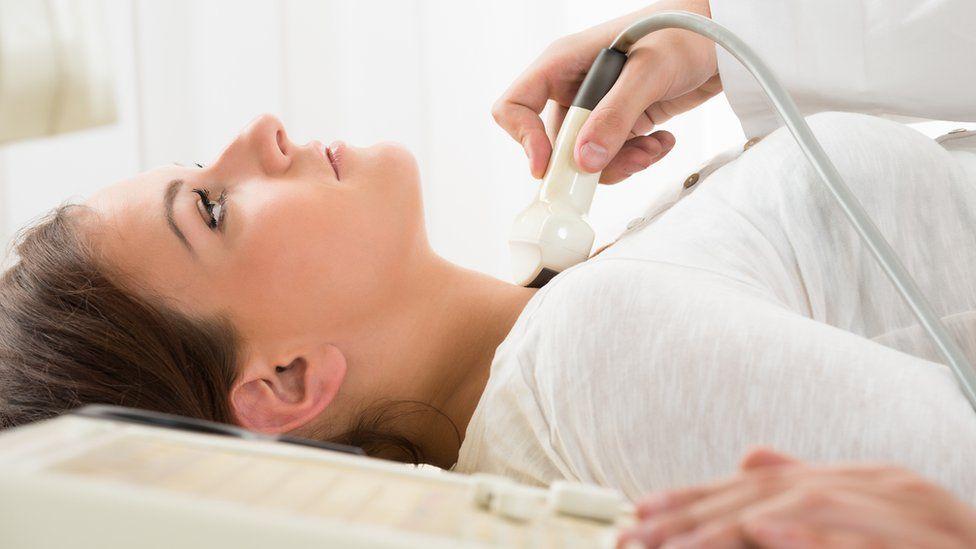 El examen de cuello que en 5 minutos puede detectar el riesgo de demencia antes de que aparezcan los primeros síntomas