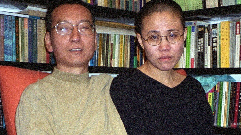 Liu Xiaobo and Liu Xia in front of a full bookcase