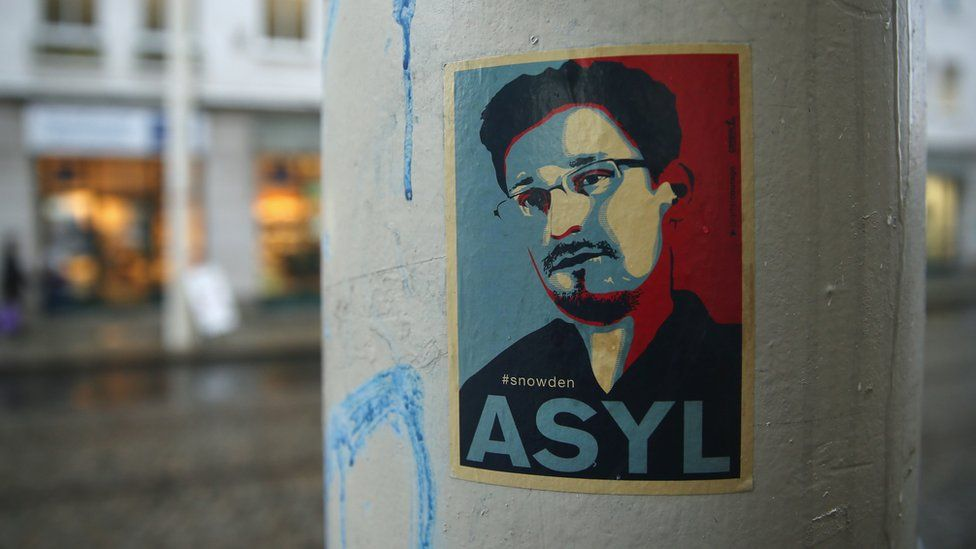 A poster calling for the German authorities to grant asylum to Edward Snowden