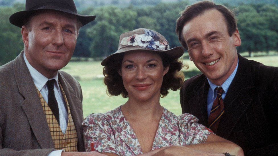 Robert Hardy with Carol Drinkwater and Christopher Timothy in All Creatures Great and Small