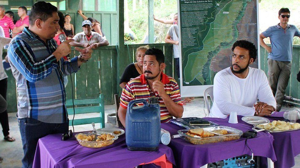 The Superintendent of Incra in Santarem Mario Sergio da Silva Costa (left) talking to leaders of the community of Montanha and Mangabal
