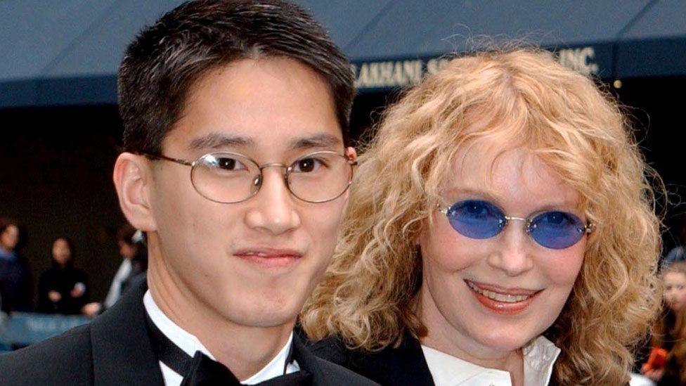 Moses Farrow with Mia Farrow in 2002