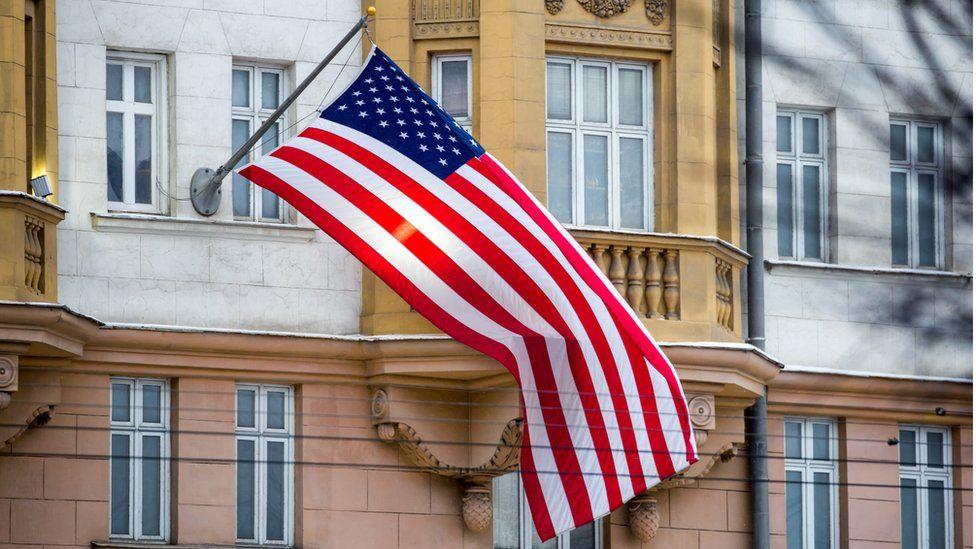 США вдвое увеличили стоимость виз для россиян. А сколько стоят визы в Россию?