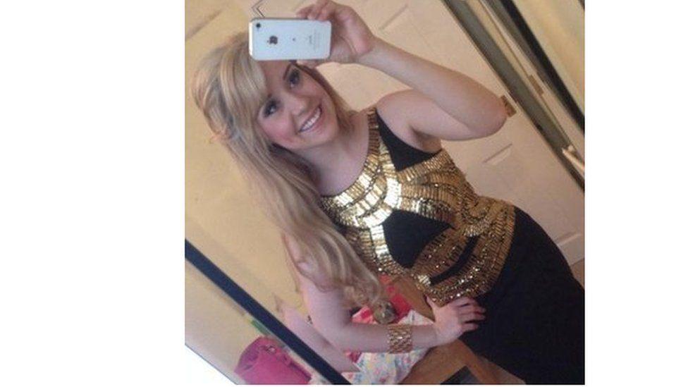 Sara cyn cystadlu yng nghystadleuaeth Miss Wales