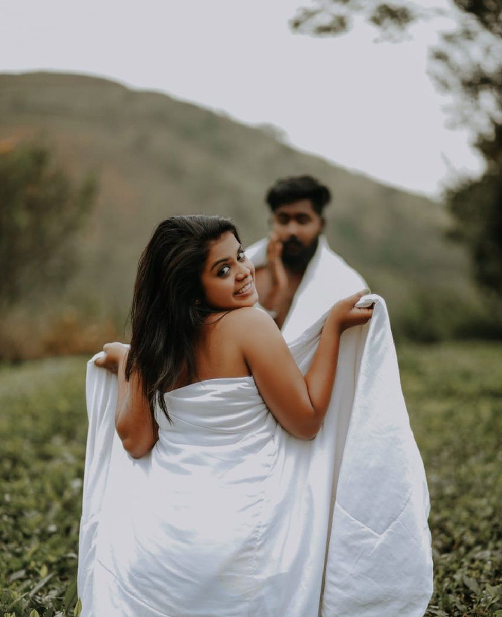 India couple bullied for intimate wedding photoshoot - BBC News