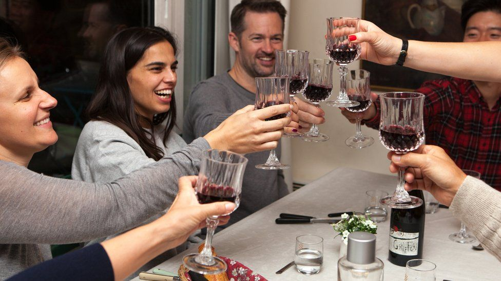 VizEat diners clinking wine glasses