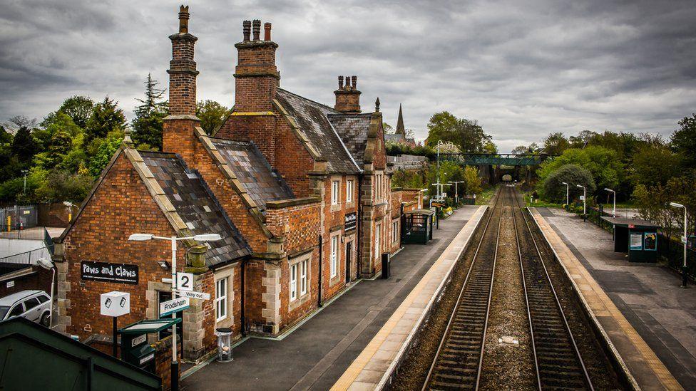 Frodsham railway station platform
