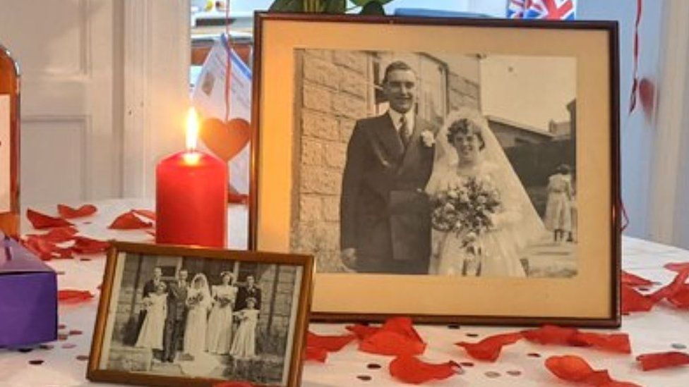 Norwich care home throws couple a 66th anniversary party - BBC News