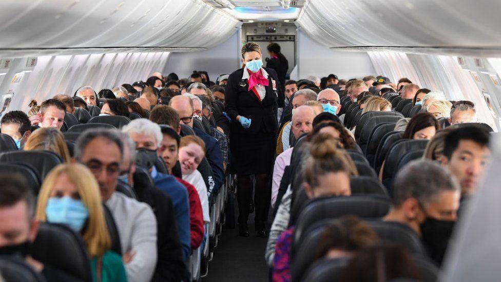 Самолет с пассажирами в масках между Сиднеем и Аделаидой в 2020 году
