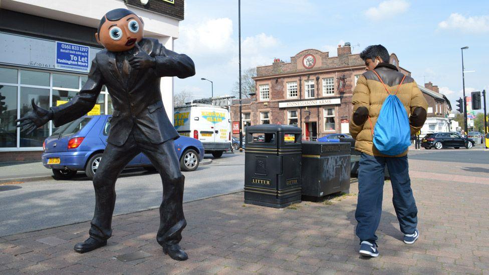 Frank Sidebottom statue in Timperley