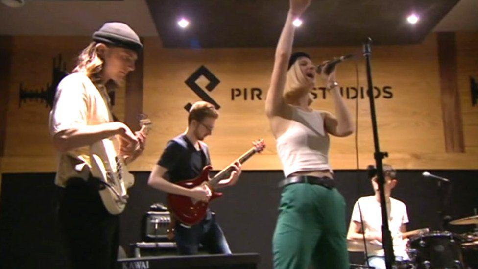 Band playing at Pirate
