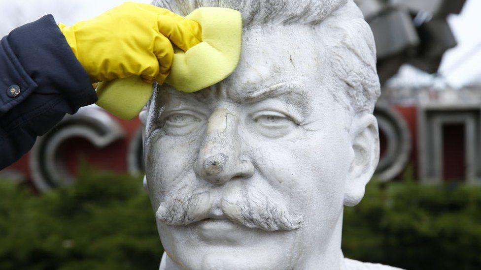 Почему рекордное число россиян симпатизирует Сталину. Три причины