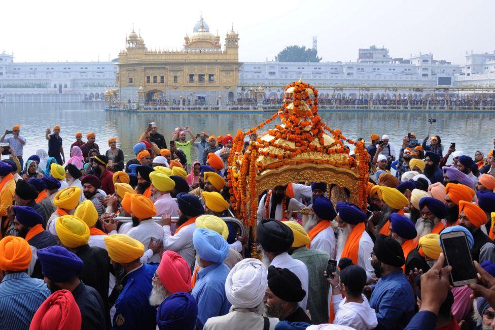 , Guru Nanak: Historic Sikh celebrations take place in India and Pakistan, Top Breaking News