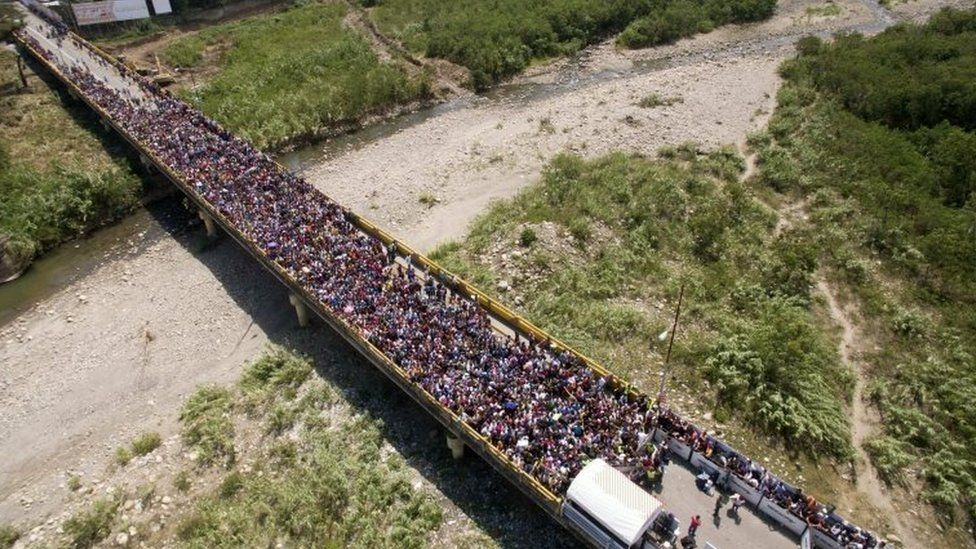 Thousands of Venezuelans are trying to enter Colombia through the border crossing of Cucuta on the Simon Bolivar international bridge
