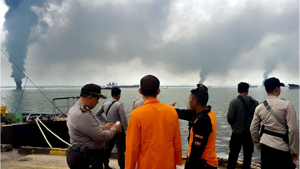 An oil spill clean up operation gets under way in the waters off Balikpapan, Indonesia, March 31, 2018
