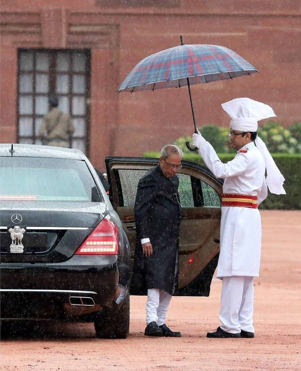 Outgoing Indian president Pranab Mukherjee arrives for the ceremony at president house in New Delhi, India on 25 July 2017
