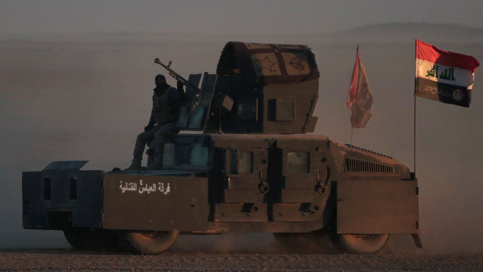 Iraqi forces, supported by the Hashed al-Shaabi (Popular Mobilisation) paramilitaries, advance near the village of Sheikh Younis, south of Mosul 19 February 2017