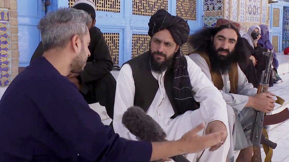 Secunder Kermani speaking to Senior Taliban member