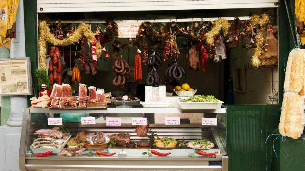 Испанская инквизиция опознавала еврейские лавки по отсутствию свисающих свиных колбасок