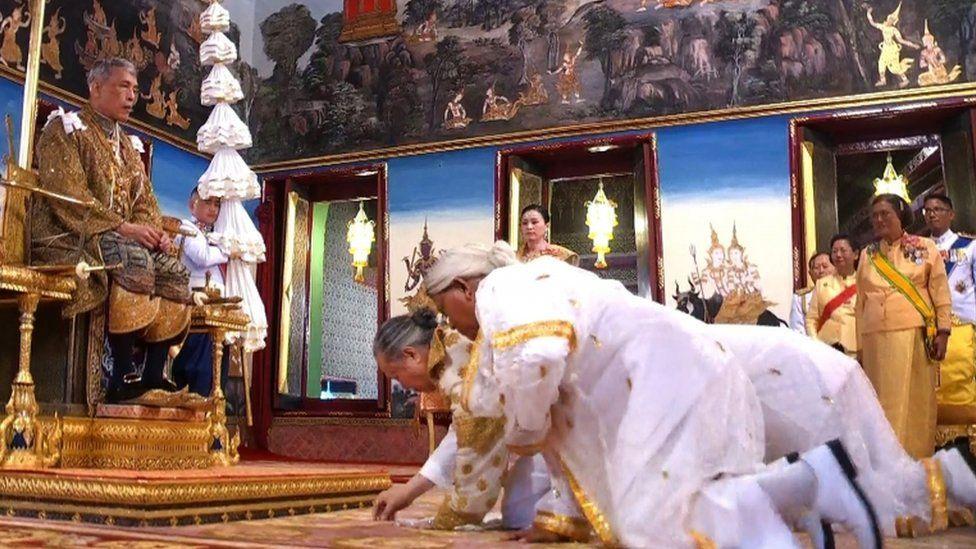 Chief Brahmin Phra Ratcha Khru Vamadeb Muni (front) honours King Maha Vajiralongkorn during the coronation