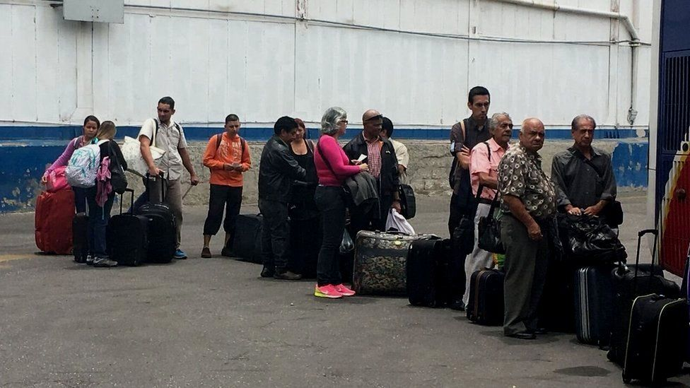 A queue of people getting ready to leave Venezuela