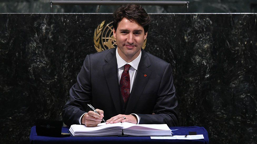 Justin Trudeau signs the Paris climate change accord