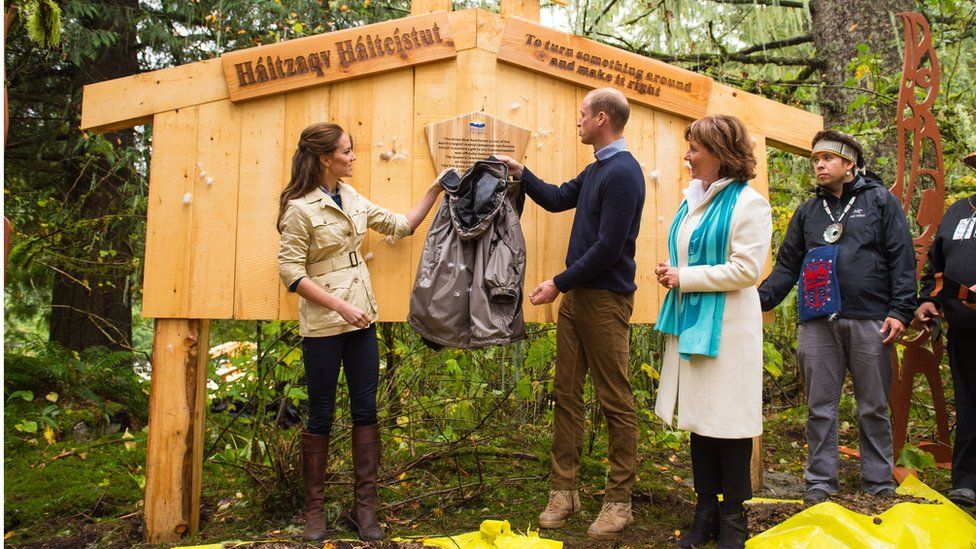 William and Kate unveil a plaque dedicating the rainforest to the Queen's Commonwealth Canopy Network