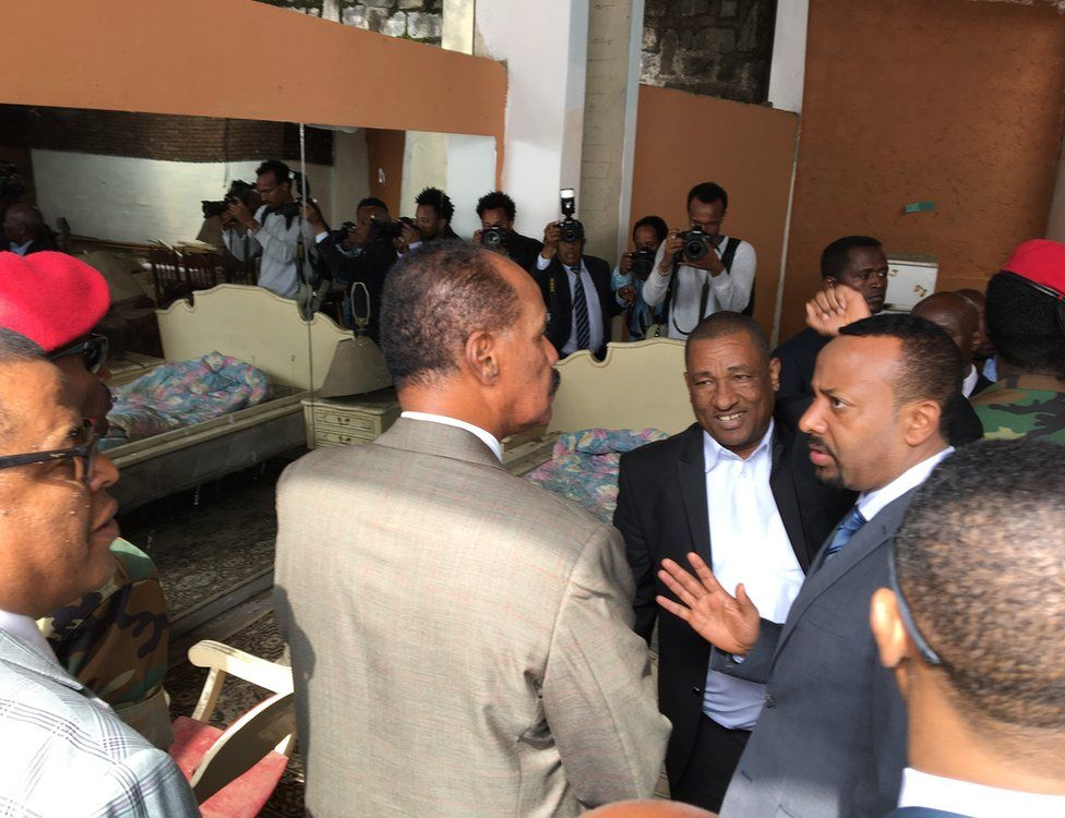 President Isaias (L) and Prime Minister Abiy (R) talk inside the former embassy