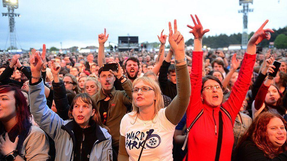 Crowd at Snow Patrol's gig in Ward Park, Bangor on 25 June