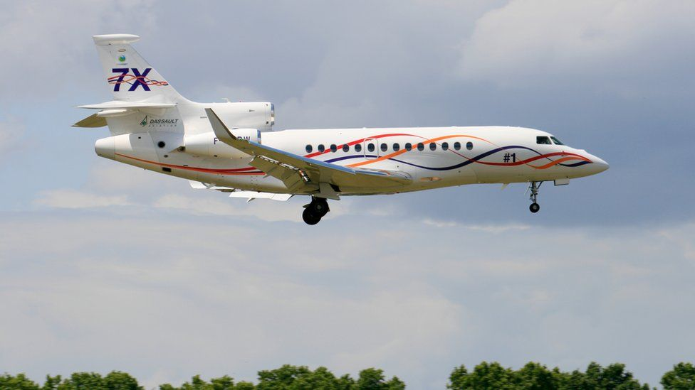Dassault Falcon 7X on approach to the runway of Le Bourget airport during the Paris Air Show, 2011