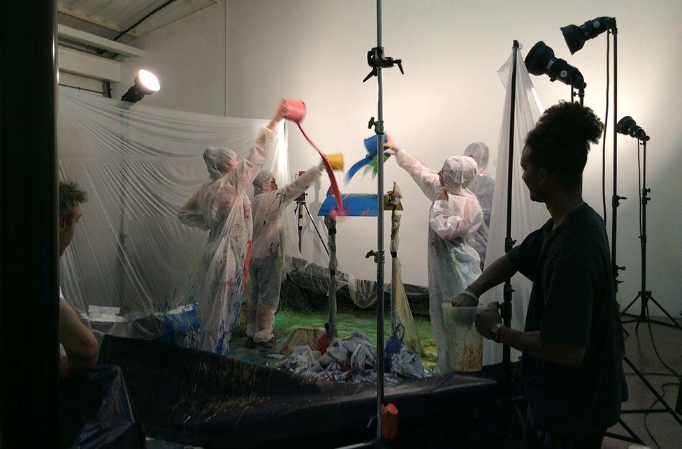 Ted'in stüdyosundaki fotoğraf çekimleri ortalığı kirletebiliyor