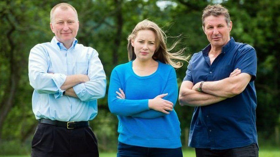 Beirniaid newydd 'Fferm Ffactor: Brwydr y Ffermwyr'