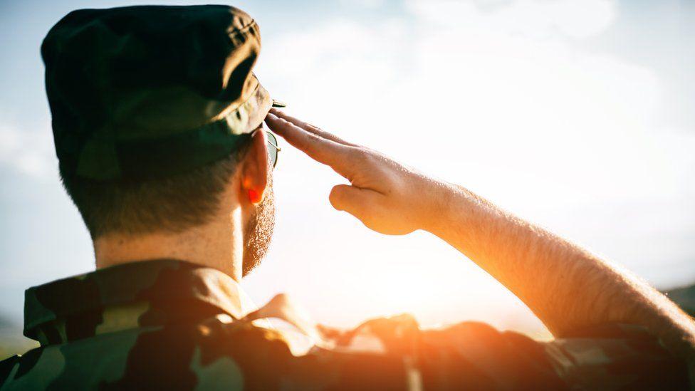 Scamming fotos romance military Stolen Photos