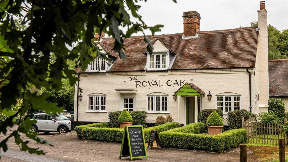 Royal Oak, Bovingdon Green