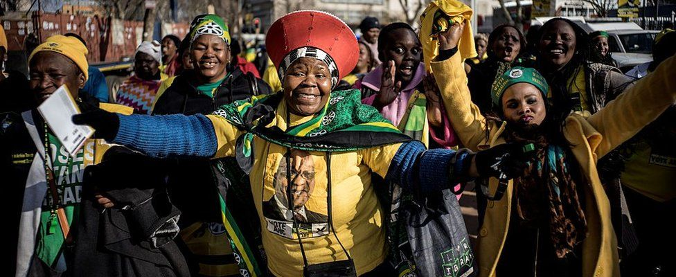 Africa National Congress (ANC) supporters arrive at the Ellis Park stadium in Johannesburg for the party's closing rally on July 31, 2016 ahead of August 3, municipal elections