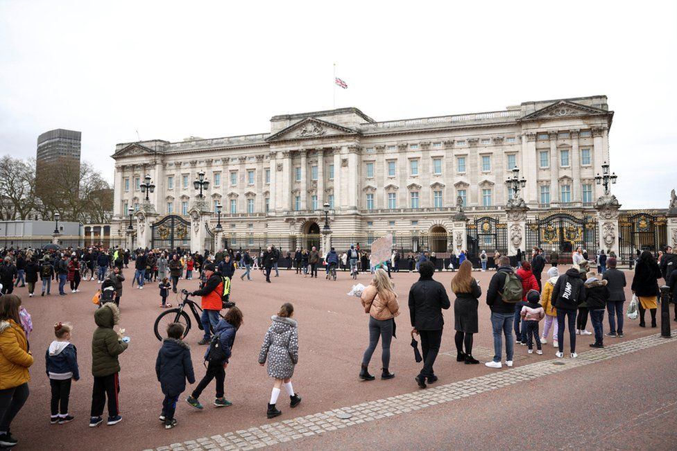 People queue outside Buckingham Palace after Britain's Prince Philip died at the age of 99. 10 April 2021.