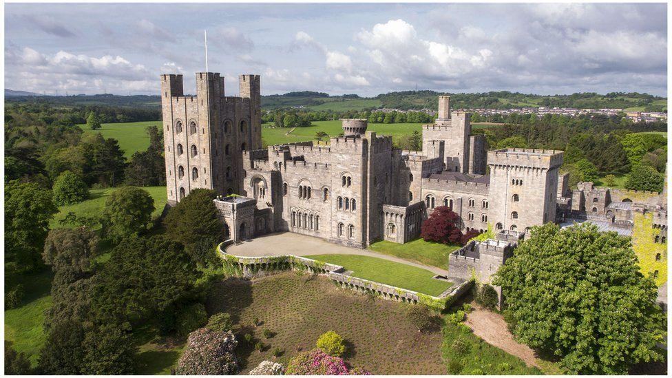Castell Penrhyn o'r awyr