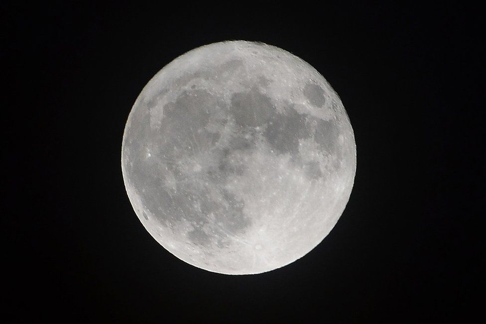 Supermoon from the east end of Glasgow.