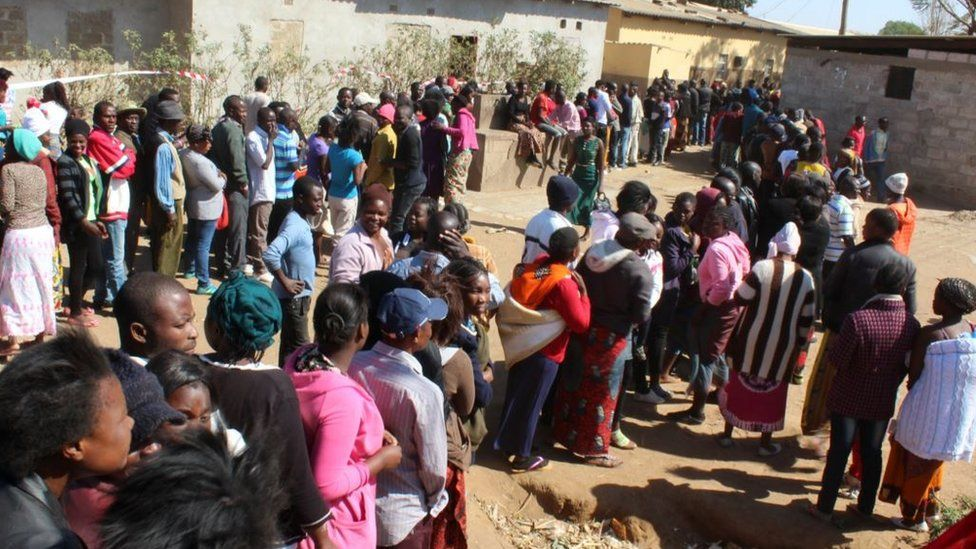 Zambians queuing to vote in Lusaka - 11 August 2016