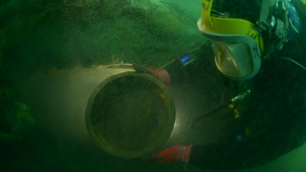 Diver and bowl