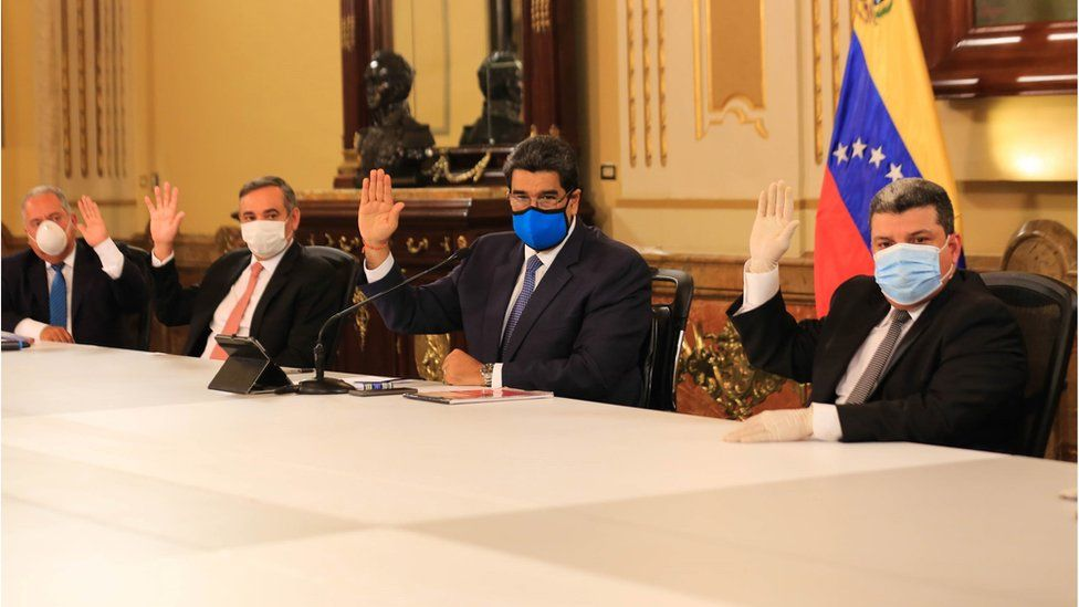 A handout photo made available by Miraflores Press shows the President of Venezuela Nicolas Maduro (C) and other senior officials wearing masks during the Government Council in Caracas, Venezuela, 31 March 2020.