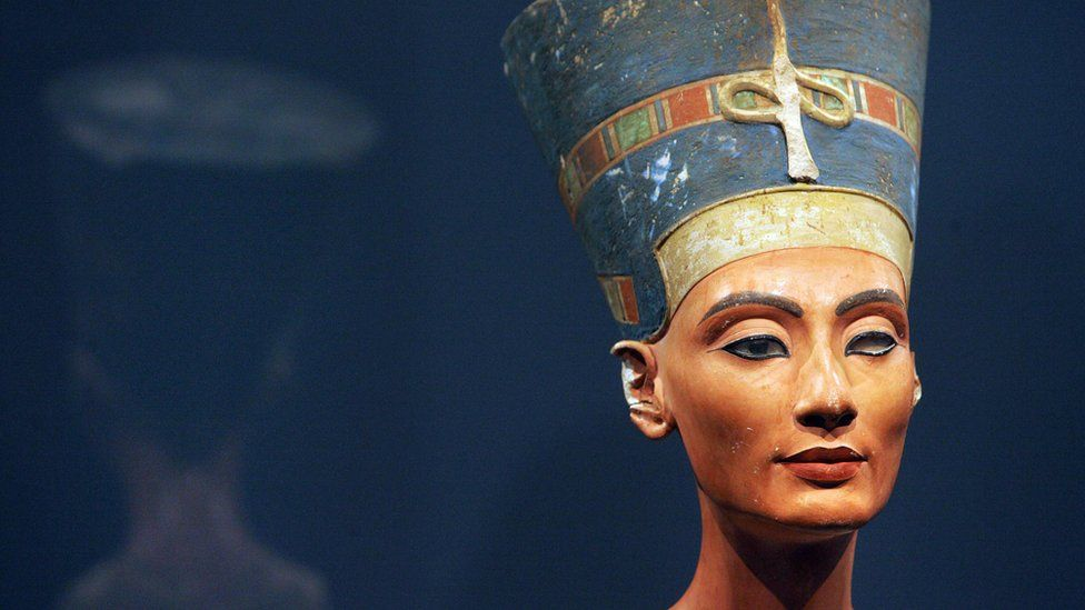 View of the bust of one of history's great beauties, Queen Nefertiti of Egypt, after it returned to Berlin's Museum Island for the first time since World War II, 12 August 2005 at the city's Old Museum.
