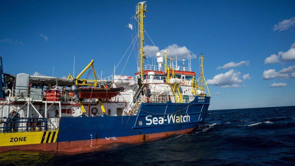 Denizde mahsur kalan 49 göçmen haftalar sonra karaya çıkabildi
