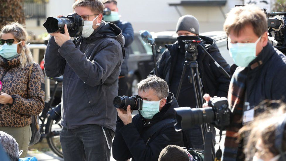 journalists wearing facemasks