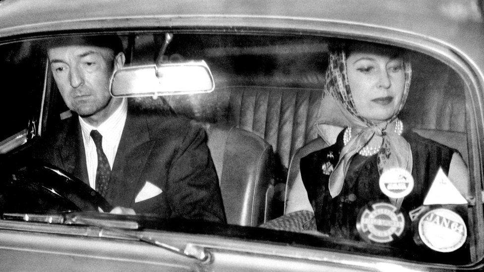 Джон Проф'юмо з дружиною Валері Хобсон після оголошення про відставку