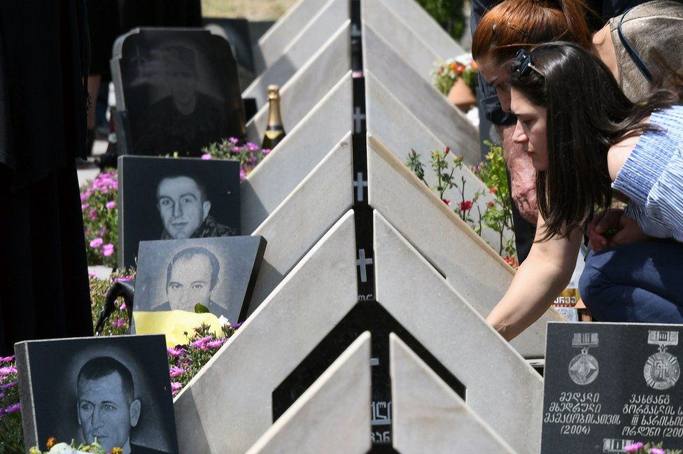 Mourning ceremony in Tbilisi, 8 Aug 17