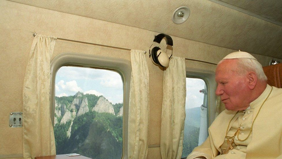 Papa viajando de avião