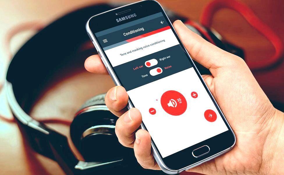 HearScreen app and headphones