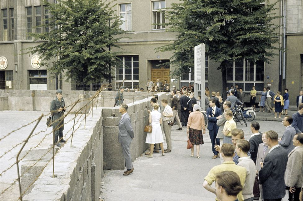 Berlin residents at the newly erected Wall at the district border Kreuzberg/Mitte - August 1961
