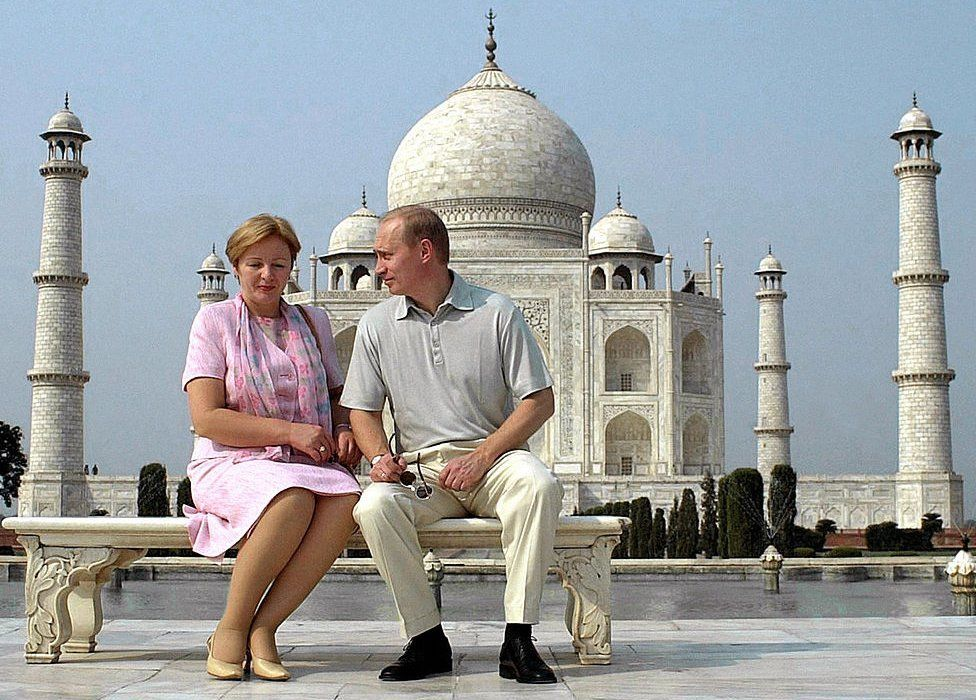 Russian President Vladimir Putin speaks to his wife Ludmila as they pose in front of the Taj Mahal 04 October 2000